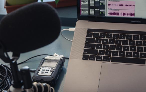 Field Podcasting: portable audio recorder, mic and laptop